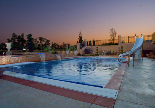 Work with a Landscaper for Your Southeast Swimming Pool